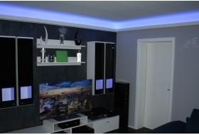 """Beispiel 2 - Indirekte Deckenbeleuchtung im Wohnzimmer mit der LED Stuck-Leiste """"DBML-110-ST""""."""