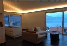 """Beispiel 3 - Indirekte LED Beleuchtung der Decke im Wohnzimmer mit den Stuckleisten """"DBKL-125-PR""""."""