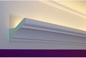 """Lichtvouten-Profile """"DBKL-82-PR"""" für die indirekte LED Beleuchtung der Decke aus Hartschaum."""