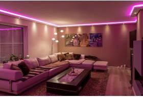 """Beispiel 3 - Indirekte Wand- und Deckenbeleuchtung im Wohnzimmer mit der LED Stuckleiste """"WDML-200A-PR""""  aus Hartschaum."""