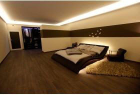 """Beispiel 1 - Indirekte Beleuchtung im Schlafzimmer mit den LED Lichtvouten """"DBKL-75-PR"""" aus Hartschaum."""