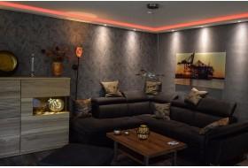 """Beispiel 4 - Indirekte Wand- und Deckenbeleuchtung im Wohnzimmer mit den LED Stuckleisten """"WDML-200C-ST""""  aus Hartschaum."""