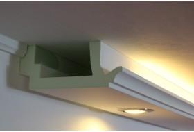 """LED Beleuchtung von Wand und Decke mit dem klassischen Stuckprofil """"WDKL-200C-PR"""" aus Hartschaum."""
