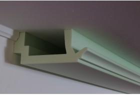 """Indirektes Licht an Wand und Decke mit dem klassischen LED Stuckprofil """"WDKL-200C-ST"""" aus Hartschaum."""