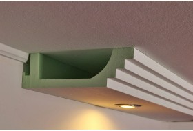 Modernes Deckenprofil BSML-290A-PR aus Hartschaum für die direkte Beleuchtung der Wand mit LED Strahlern bzw. Spots.