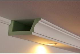 Klassisches Deckenprofil BSKL-180A-PR aus Hartschaum für die direkte Beleuchtung der Wand mit LED Strahlern bzw. Spots.