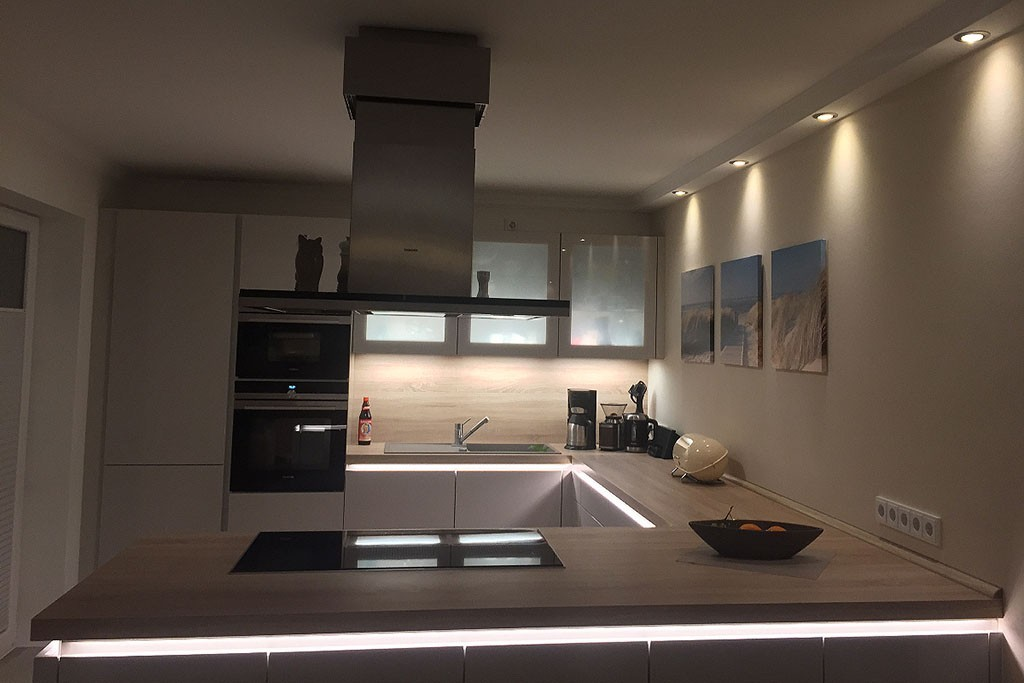 LED Stuckleisten direkte Wandbeleuchtung Spots Licht Profile Decke Hartschaum