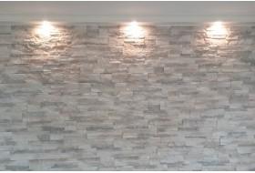 Lichtprofil BSKL-180B-PR aus Hartschaum für die direkte Beleuchtung einer Steinwand mit LED Spots bzw. Strahlern.