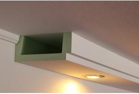 Deckenprofil BSML-180B-PR aus Hartschaum für die direkte Wandbeleuchtung mit LED Strahlern.
