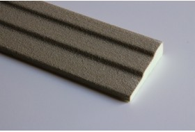 """Fensterfaschen """"FAML-100-PR"""" für die Einrahmung von Fenster und Türen an der Außenfassade aus Hartschaum."""