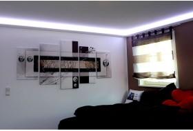 """Beispiel 1 - Indirekte Deckenbeleuchtung im Schlafzimmer mit den Stuckleisten """"DBML-70-PR."""