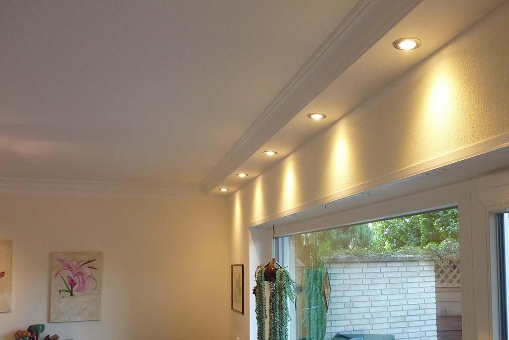 Klassisches Deckenprofil für die direkte Beleuchtung der Wand \