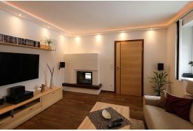 """Beispiel 2 - Indirekte Wand- und Deckenbeleuchtung mit dem Lichtprofil """"WDKL-200B-ST""""  kombiniert LED Stripes und Downlights."""