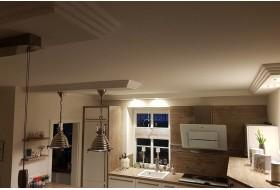 LED Wandbeleuchtung in der Küche mit modernen Deckenprofilen von BENDU