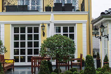 Moderne Form um Bossensteine an den Ecken der Hausfassade anzubringen