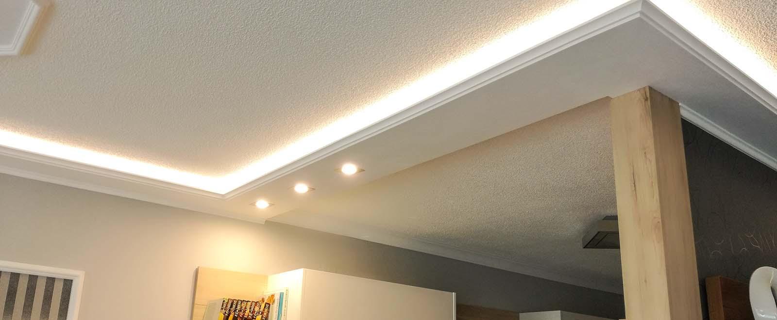 Sonderanfertigung der Stuckleiste WDKL-200C-PR als Deckenprofil für direkte und indirekte LED Beleuchtung.