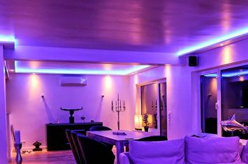 Moderne Lichtstimmungen durch die kombinierte LED Beleuchtung von Wand und Decke